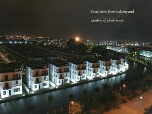TrangOz' BnB - Balcony Bar Suites view to Venice of Hanoi