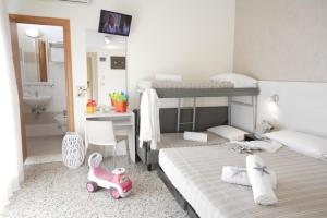 Hotel Tosi, Отели  Риччоне - big - 49