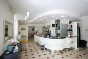 Hotel Tosi, Szállodák  Riccione - big - 54