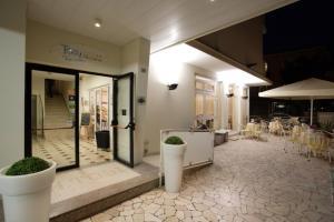 Hotel Tosi, Szállodák  Riccione - big - 58