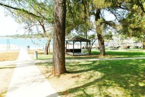 Beach Step Apartment, Apartments  Poreč - big - 31