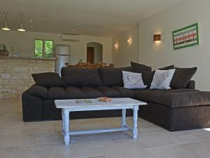 Chic Villa in Saint-Privat-de-Champclos With Private Pool