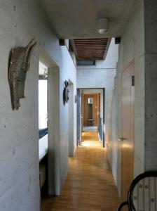 B&B AH87 OSAKA, Bed & Breakfasts  Senriyama - big - 23