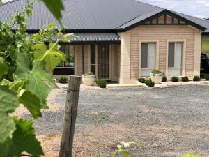 Auburn Vineyard Retreat