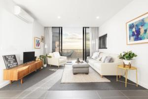 Ascent Apartment with Ocean Views by Ready Set Host