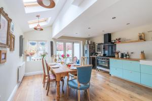 Spacious home in Queen's Park - London