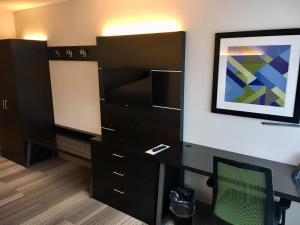 Holiday Inn Express & Suites, Hotels  Johnstown - big - 5