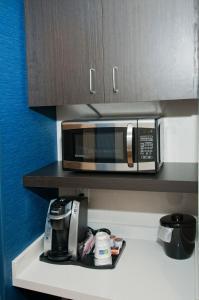 Holiday Inn Express & Suites, Hotels  Johnstown - big - 4