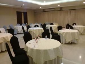 City Hotel, Hotel  Tasikmalaya - big - 48