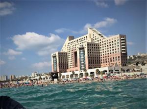 Luxurious Beach apartment