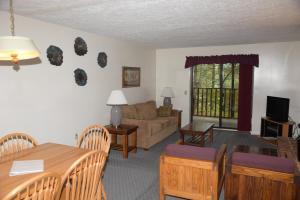 Senedo Springs - Accommodation - Basye