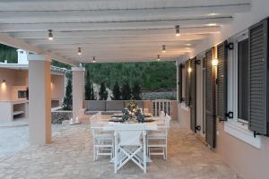 Elegant Villa Apolonas Argolida Greece