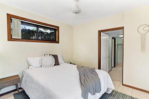 Hidden Luxury on the water! Bayview Cottage Only, Apartments  Soldiers Point - big - 9