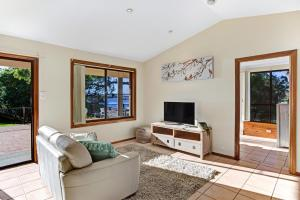 Hidden Luxury on the water! Bayview Cottage Only, Apartments  Soldiers Point - big - 8