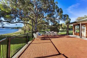 Hidden Luxury on the water! Bayview Cottage Only, Apartments  Soldiers Point - big - 6