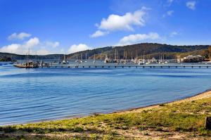 Hidden Luxury on the water! Bayview Cottage Only, Apartments  Soldiers Point - big - 3