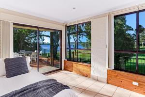 Hidden Luxury on the water! Bayview Cottage Only, Apartments  Soldiers Point - big - 2