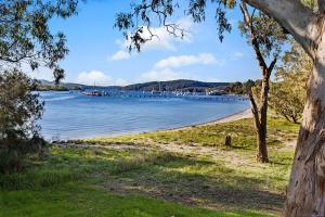 Hidden Luxury on the water! Bayview House Only, Appartamenti  Soldiers Point - big - 3