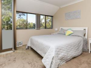 Spectacular Views & Walking distance to the beach!, Apartments  Soldiers Point - big - 4