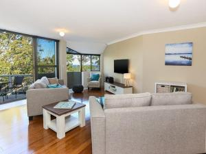 Spectacular Views & Walking distance to the beach!, Apartments  Soldiers Point - big - 6