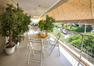 Family Holidays Apartment in Glyfada by GHH