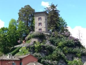 Torre Riva Dimora storica, Fiumalbo, Italy | J2Ski