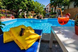 hotel la rondinella - AbcAlberghi.com
