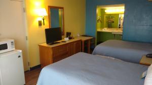 Days Inn & Suites by Wyndham Davenport, Szállodák  Davenport - big - 2