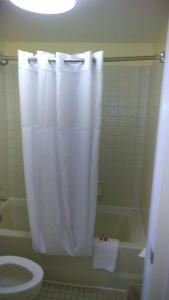 Days Inn & Suites by Wyndham Davenport, Hotely  Davenport - big - 7