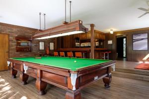 Brookfield Retreat - Large Holiday Home / Group Accommodation