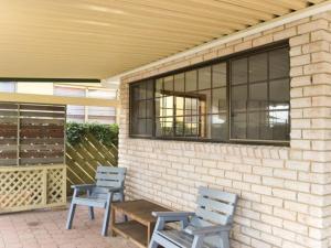 Sea Cubby - 41 Melaleuca Drive, Holiday homes  Yamba - big - 7