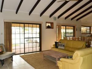 Sea Cubby - 41 Melaleuca Drive, Holiday homes  Yamba - big - 3
