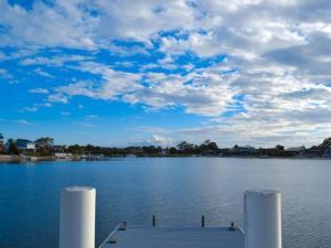 Sea Cubby - 41 Melaleuca Drive, Holiday homes  Yamba - big - 8