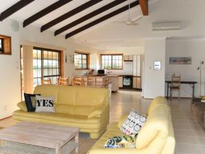 Sea Cubby - 41 Melaleuca Drive, Holiday homes  Yamba - big - 12