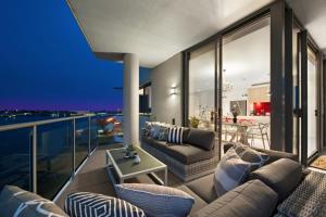 obrázek - UNIQUE - Opulent Waterfront Luxury Penthouse
