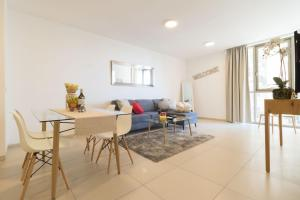 Luxury One-Bedroom Apartment/parking in city center