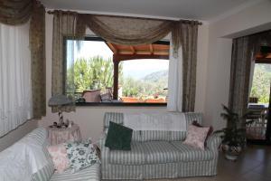 Camera Matrimoniale con Bagno Privato e Vista Mare Parziale