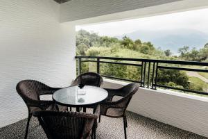 Quadruple Room with Balcony Residence 8 Homestay