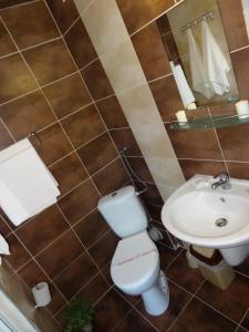 Family Hotel Asai, Hotel  Ravda - big - 8