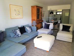 By the Beach, Apartmány  Almancil - big - 18
