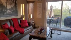 2 Bedroom Condo in Pedestrian Village by Amazing Property Rentals - Hotel - Mont Tremblant