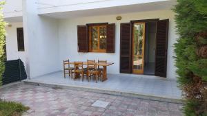 Villa trilo con doppio giardino 26, Дома для отпуска  Торре-дель'Орсо - big - 4