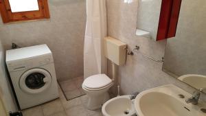 Villa trilo con doppio giardino 26, Дома для отпуска  Торре-дель'Орсо - big - 5