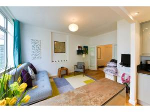Bright and Spacious 1 Bed Flat with Garden - Hove