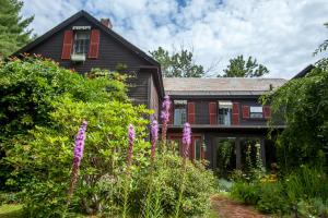 The Tartan Fox at the Meadmere - Accommodation - Swanzey
