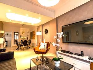 Large Boutique Style Apartment - Upper House, Apartmány  Hongkong - big - 79