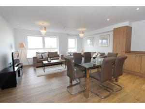 Brand New, Luxury Flat for 6 near Arthur's Seat