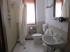 Doppel-/Zweibettzimmer mit privatem, externem Bad