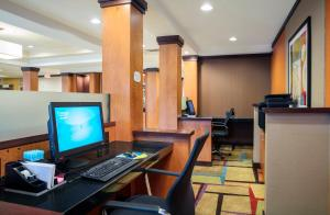 Fairfield Inn and Suites by Marriott Lakeland Plant City, Hotels  Plant City - big - 23