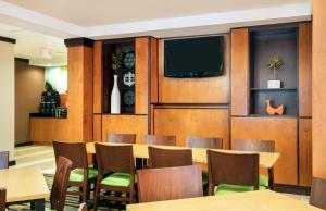 Fairfield Inn and Suites by Marriott Lakeland Plant City, Hotels  Plant City - big - 24